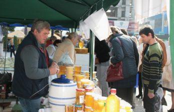<!--:ru-->Впервые в Бельцах прошёл Фестиваль мёда<!--:-->