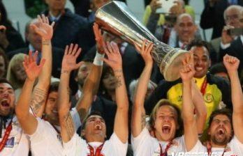 <!--:ru-->Спонсор клуба подарил игрокам и тренерам