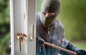 <!--:ru-->Группу из троих людей подозревают в ограблении 24 квартир и домов<!--:-->
