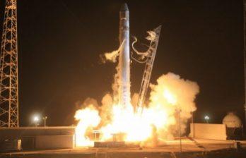 <!--:ru-->Ракета-носитель Falcon 9 успешно вывела на околоземную орбиту космический корабль<!--:-->