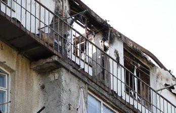 <!--:ru-->Ремонт крыши дома по ул. Индепенденцией, где сгорела мансарда, снова переносится<!--:-->