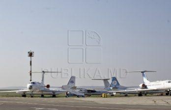 <!--:ru-->В кишиневском аэропорту пилоты демонстрировали сложные каскадерские виражи<!--:-->