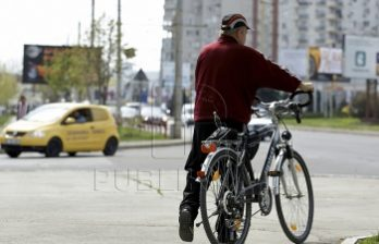 <!--:ru-->Полицейский сбил велосипедиста: мужчина скончался по дороге в больницу<!--:-->