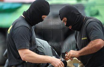 <!--:ru-->Полицейские надели наручники на водителя, везшего марихуану в топливном баке авто (ВИДЕО)<!--:-->
