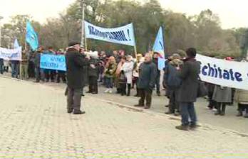 <!--:ru-->Педагоги требуют повышения зарплат и готовы стоять до последнего<!--:-->