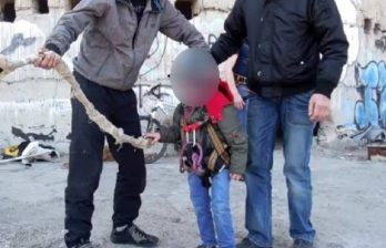 <!--:ru-->В Яловенах родители-экстремалы позволили ребенку прыгнуть на веревке с 75-метровой высоты<!--:-->