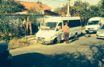 <!--:ru-->Автомобиль врезался в столичную маршрутку № 186 (ФОТОГАЛЕРЕЯ)<!--:-->