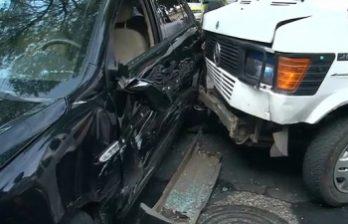 <!--:ru-->Маршрутный микроавтобус и машина такси столкнулись утром в столице<!--:-->