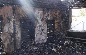 <!--:ru-->Крупный пожар превратил в руины один из домов на Старой Почте<!--:-->