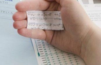 <!--:ru-->Директора столичного лицея уволили за то, что она допустила списывание на выпускном экзамене<!--:-->