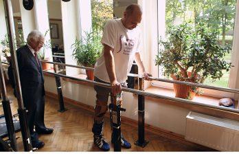 <!--:ru-->Врачам впервые в истории удалось поставить на ноги парализованного человека<!--:-->