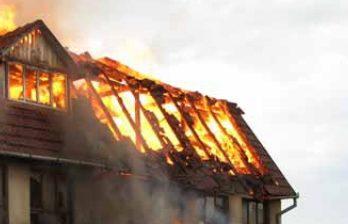 <!--:ru-->Серьезный пожар в столице: на место происшествия прибыли четыре пожарные машины (ВИДЕО)<!--:-->