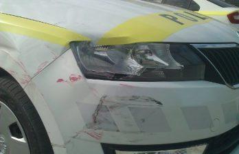 <!--:ru-->Погоня в Бельцах: угнанный автомобиль врезался в патрульную машину, затем в дом<!--:-->