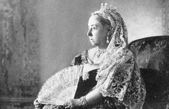 <!--:ru-->В Великобритании на аукцион выставят нижнее белье королевы Виктории<!--:-->