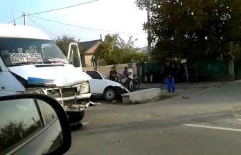 <!--:ru-->ДТП в Сынжерейском районе: машину выбросило в кювет при столкновении с маршруткой (ВИДЕО)<!--:-->