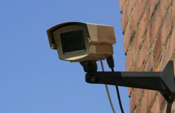 <!--:ru-->Мужчина, ограбивший филиалы банков в Бельцах, был заснят на камеру видеонаблюдения<!--:-->