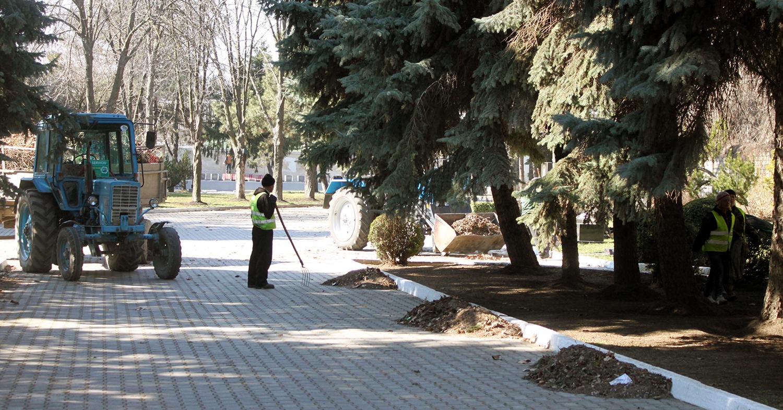 Муниципальные предприятия попробуют справиться с уборкой города (видео)