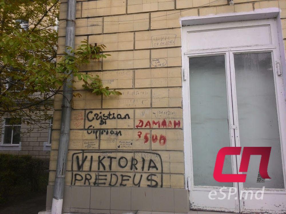 В Бельцах на стенах роддома пишут имена новорожденных