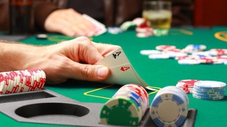 kak_igrat_v_poker_81735500.jpg