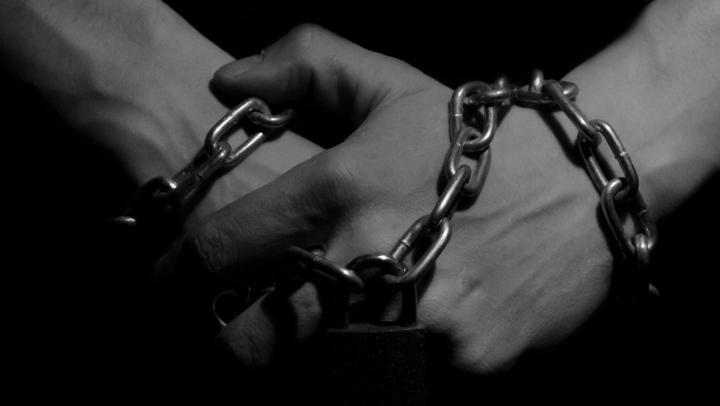 Госпожа делает что хочет со своей рабыней!