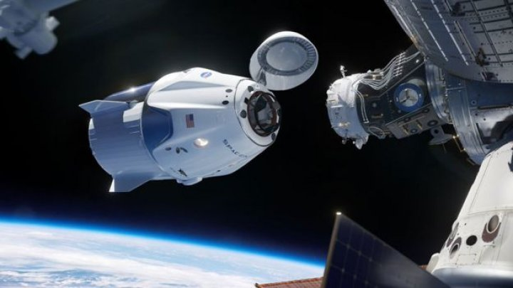 Капсула Space X успешно состыковалась с МКС