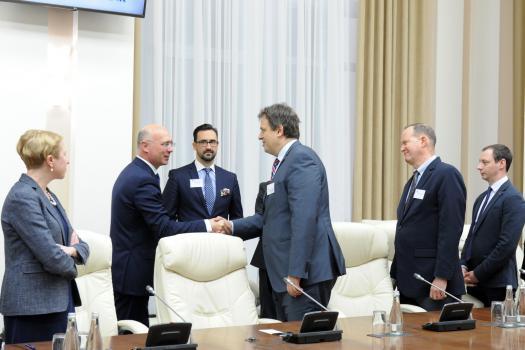 Премьер призвал американских бизнесменов инвестировать в Молдову