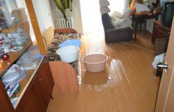 (ВИДЕО) В Бельцах ливень затопил многоквартирный дом