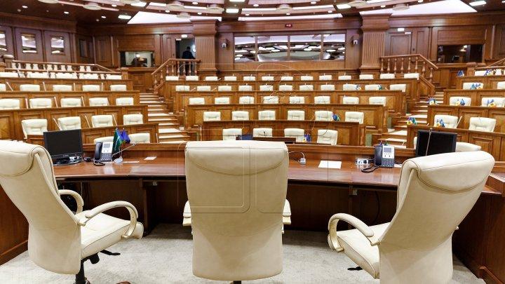 Сегодня последний день, когда депутаты нового парламента, занимающие другие посты, должны сделать выбор