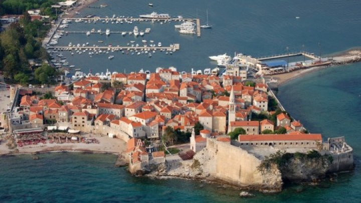 500 евро штрафа за обнаженный торс: в Черногории для туристов приготовили