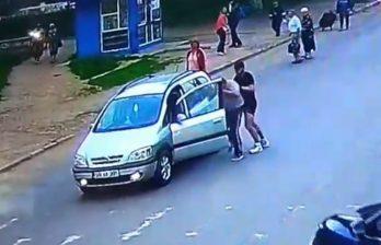 (ВИДЕО) Драка водителя с пешеходом в Бельцах попала на видео