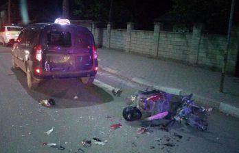 В Бельцах выпивший подросток на скутере врезался в такси (ФОТО)