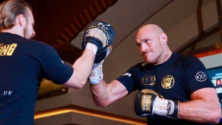 Боксер Тайсон Фьюри провел открытую тренировку в преддверии боя с Томом Шварцем
