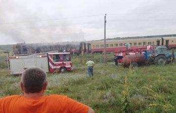 (ВИДЕО) Локомотив поезда Унгены-Бельцы загорелся