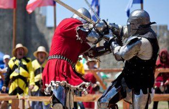 (ВИДЕО) В Кишинёве рыцарь сражался за руку и сердце своей возлюбленной