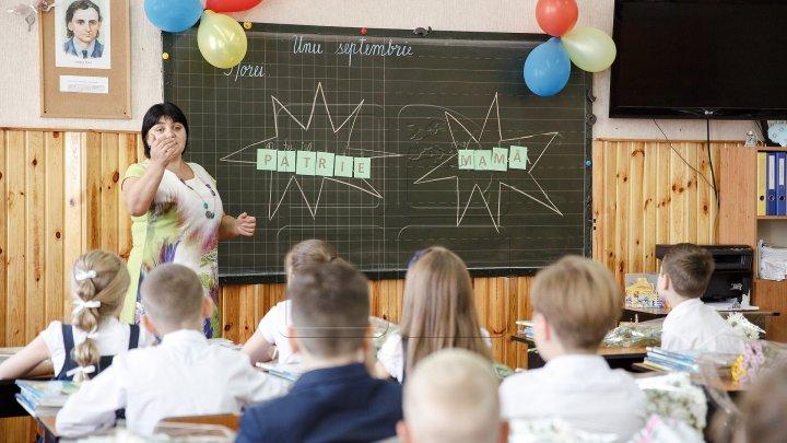 На начало осени дефицит педагогических кадров составляет свыше 2100 человек