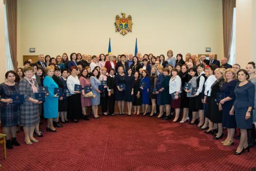 Более 100 учителей Молдовы удостоены Дипломов правительства