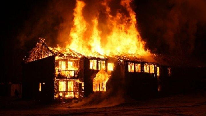 Пожар в Бельцах: частный дом сгорел дотла