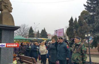 (ФОТО/ВИДЕО) В Бельцах почти память Михая Еминеску