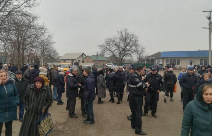 (ВИДЕО/ФОТО) Сегодня десятки жителей села Елизаветовка вышли на протест