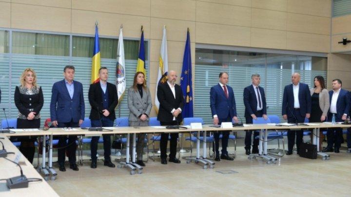 Языковой барьер, взаимные упреки между молдавскими чиновниками: как прошло первое заседание советников Бухареста и Кишинёва