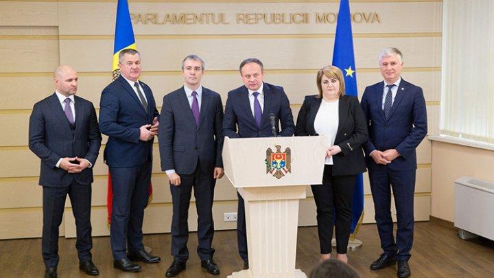 Шесть депутатов, покинувших ДПМ, сформировали группу