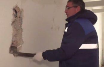 (ВИДЕО) Ренато Усатый лично сносит незаконную постройку у театра им. Василе Александри