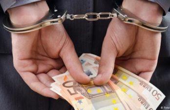 Цена вопроса 7 тысяч евро: два инструктора и глава окницкого подразделения Союза водителей попались на взятках