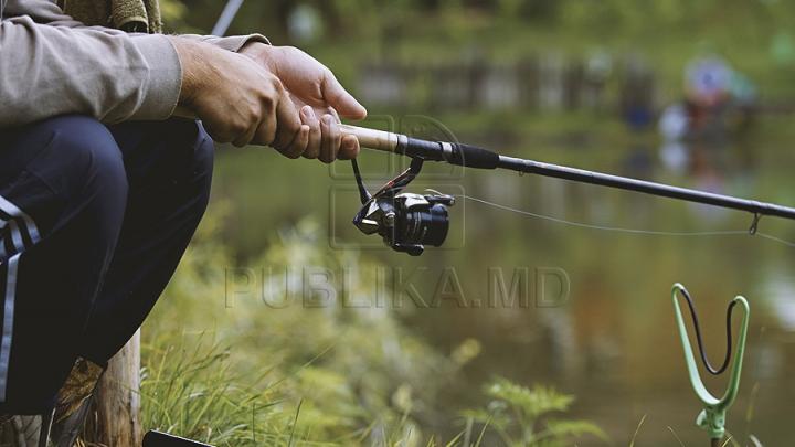 Сматывайте удочки: в Молдове вступил в силу нерестовый запрет на рыбалку