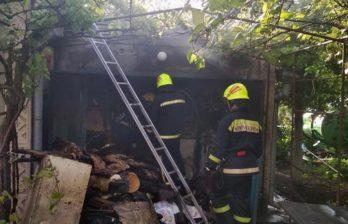 (ФОТО) Бельцкие пожарные ликвидировали пожар в дачном поселке «Izvoraș» муниципия Бэлць