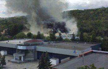 (ВИДЕО) Пожар рядом с госпиталем по лечению больных коронавирусом на Moldexpo: дым заполонил всю территорию МВЦ