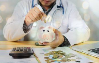 Заработная плата врачей увеличится на 30% с 1 сентября и еще на 30% с 1 января