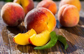 (ВИДЕО) Молдавские персики по двойной цене: фермеры объяснили, в чем проблема
