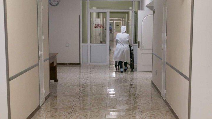 Новые потери в рядах медработников: от COVID-19 умерли врач из Бельц и медсестра Института матери и ребенка