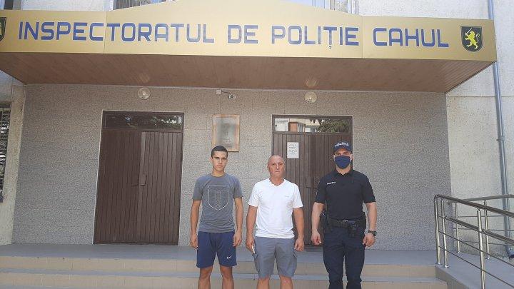 В Кагуле отец и сын отдали в полицию забытые в банкомате деньги